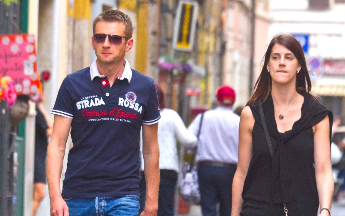 海外の人はどんなファッション!?旅行先に合わせた服の選び方。