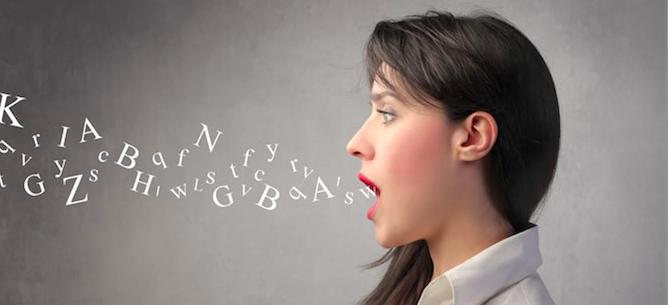 自宅でもできる!?スピーキング向上に効果的な「独り言英語学習法」。
