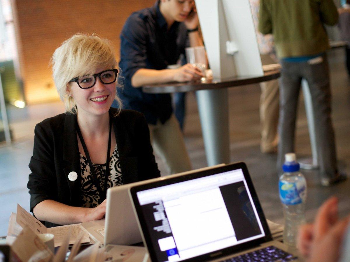 「同僚のことを知るように努力する。」気持ちよく仕事をするための9つの方法。