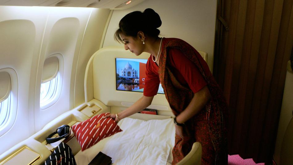 フライトアテンダントの厳しさ!?航空会社Air Indiaが従業員600人に太りすぎの勧告!