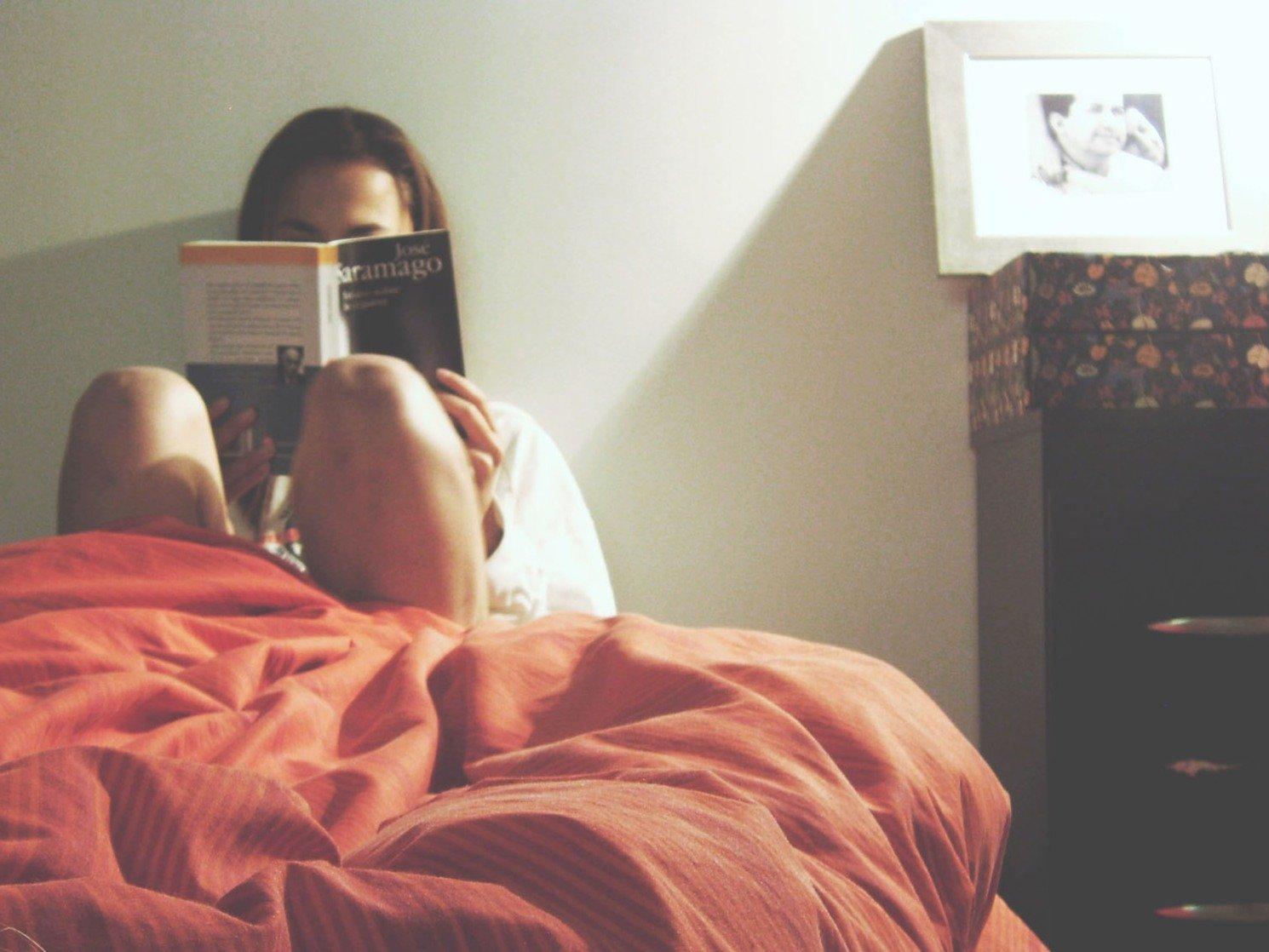 """精神が安定する!?寝る前に読書をすることの""""驚きの効果""""とは。"""