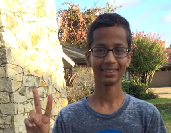 冤罪で人気者に!?学校に手作りの時計を持って行ったムスリムの少年が逮捕される。