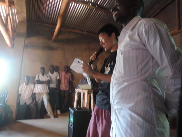 ブルンジの高校生たちに、現地語でメッセージを伝える-001