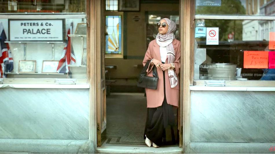 「ファッションにルールは無い。」ムスリムの人々が初めてH&Mの広告でヒジャブを着用。
